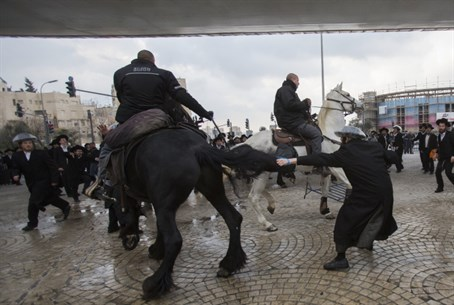 Hareidi protesters clash with mounted police