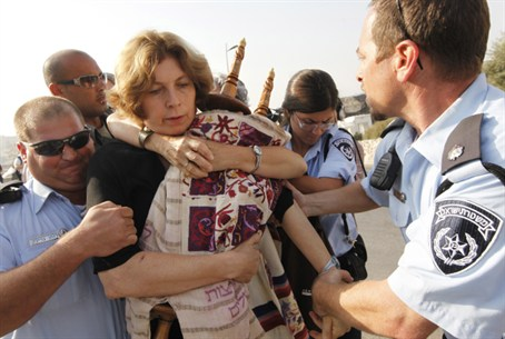 Police arrest women protesters with Torah scr