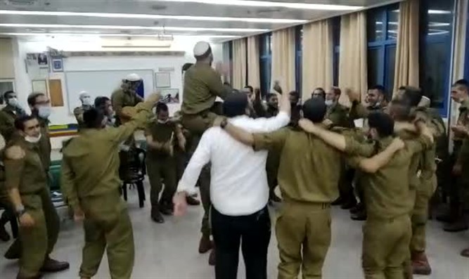 Within One Hour: IDF Company completes Talmud tractate of Megilla
